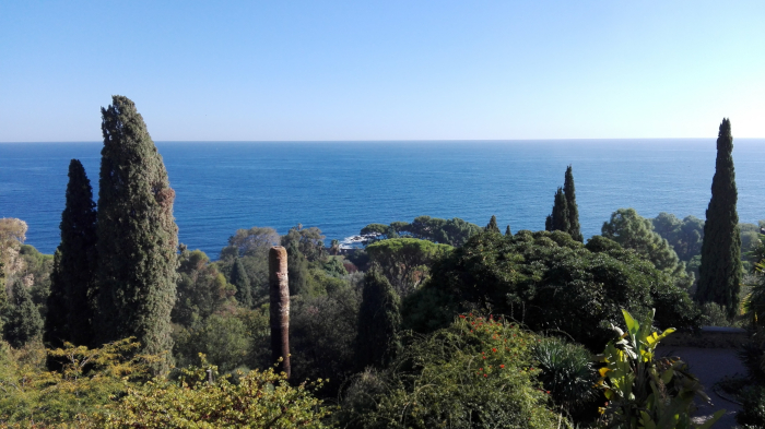 Blick auf das Mittelmeer vom Botanischen Garten Hanbury